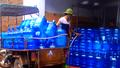 """Rùng mình với quy trình sản xuất nước """"tinh khiết"""" Lạc Việt"""
