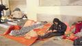 Hà Nội cực lạnh, người vô gia cư co ro trong buốt giá