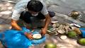 Nghi vấn dừa xiêm 'tắm' hóa chất giữa Hà Nội