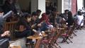 Nhiều cửa hàng Aha cafe ngang nhiên kinh doanh trên vỉa hè Hà Nội