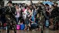 Người dân Philippines đang chờ cứu trợ trong tuyệt vọng