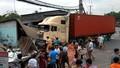 3 căn nhà đổ sập vì Container mất lái