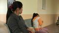 Bé gái lớp 2 bị dượng đến lớp ẵm về nhà hãm hại
