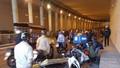 Xe máy đổ hàng loạt tại hầm Kim Liên