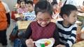 Tết Hàn thực, cô giáo cùng học trò làm bánh trôi ngũ sắc