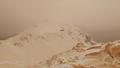 Chiêm ngưỡng tuyết màu cam phủ kín Châu Âu