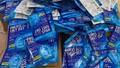 Phát hiện 300 'thẻ diệt virus' nhập lậu tại cổng chợ thuốc Hapulico