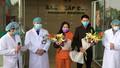 Tại sao tặng hoa bệnh nhân mắc Covid-19 ra viện mà bỏ quên bác sỹ?
