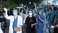 Giám đốc Bệnh viện Bạch Mai bị yêu cầu  báo cáo về việc tụ tập đông người trên sân bệnh viện
