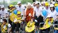 """Chủ tịch Nước """"sánh bước yêu thương"""" cùng người khuyết tật"""