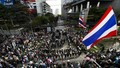 Người biểu tình chuyển sự tức giận sang doanh nghiệp thân Thủ tướng