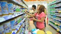 Tiếp tục bình ổn giá sữa cho trẻ em dưới 6 tuổi