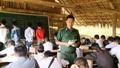 Bộ đội Biên phòng dạy tiếng Việt cho người dân bản Nậm Táy