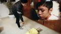 Yêu cầu xử lý nghiêm vụ cháu bé bị bố đẻ và mẹ kế bạo hành