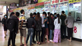 Xếp hàng trước cả tháng vẫn khó mua vé xe Tết ở bến Miền Đông