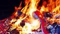 Bỏ tục đốt vàng mã: Vẫn còn nhiều băn khoăn
