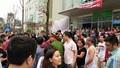 Hà Nội: Dân chung cư rào đường đi - chính quyền bất lực?
