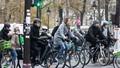 """""""Cú hích"""" đưa xe đạp """"lên ngôi"""" ở Paris"""