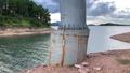 Hồ Kẻ Gỗ cạn nước lộ trụ cầu vênh, lệch