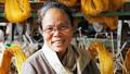Người Việt Nam tiên phong dệt lụa thành công từ những cuống sen bỏ đi