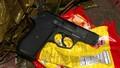 Tìm thấy khẩu súng gần hiện trường vụ nổ súng khiến hai người nhập viện