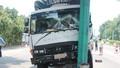 Xe tải mất lái tông trạm thu phí cầu Bến Thủy 1