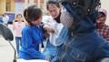Ngã xe gãy chân, nữ sinh cắn răng làm bài xong mới đến bệnh viện