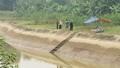 Phát hiện thi thể nam thanh niên trên sông với nhiều vết chém