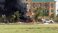 Xe ô tô bốc cháy khi đậu trước trụ sở VKSND huyện Nghi Lộc