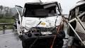 Xe khách lao qua dải phân cách tông xe bồn, 4 người trọng thương