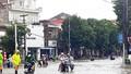 Mưa lớn nhiều tuyến phố ở Vinh thành sông