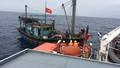 Cứu hộ thành công tàu cá cùng 8 thuyền viên chết máy trôi 3 ngày trên biển