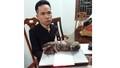 Nam thanh niên mang hai con hổ đi bán