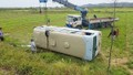 Ô tô khách chở hơn 20 công nhân lật nhào xuống ruộng