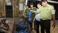 """Xe khách """"chế"""" khoang hầm dưới ghế cất giấu 30 cá thể tê tê từ Lào về Việt Nam"""