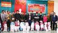 """Báo Pháp luật Việt Nam trao quà """"Tết ấm biên cương 2021"""" tại Nghệ An"""