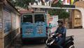 Công an mời làm việc nhóm người phát đồ uống tại cổng trường Nghệ An khiến học sinh phải nhập trạm y tế