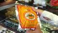 Người Hà Nội đổ xô đi mua... bột trừ tà