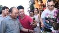 Hào hứng selfie cùng Thủ tướng trên phố cổ