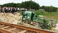 Ô tô tải bị tàu hỏa húc văng xuống ruộng, tài xế tử vong