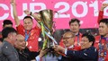 Vỡ òa phút Thủ tướng trao Cúp vô địch cho Đội tuyển Việt Nam