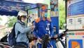 'Kìm' giá xăng dầu để hỗ trợ người dân đi sắm Tết