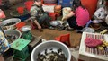 Chuyện lạ: Người Hà Nội lùng mua cua đồng khắp chợ ngày sát Tết