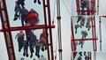 Nữ du khách lo sợ bị chụp lén trên cầu kính 5D đầu tiên ở Mộc Châu