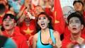 Cổ động viên 'vui phát cuồng' mừng U22 Việt Nam 'bay' vào chung kết