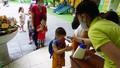 Ngày đầu học sinh tiểu học và mẫu giáo Hà Nội trở lại trường: Giám sát y tế 'chặt'