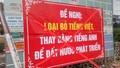 Bất bình vì thầy giáo trẻ treo băng rôn đề nghị bỏ tiếng Việt