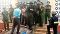 Người nhà 'làm loạn' nhà xác, hàng chục cảnh sát được huy động bảo vệ 2 thi thể