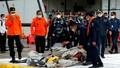 Tìm thấy các mảnh thi thể nơi máy bay chở khách Indonesia lao xuống