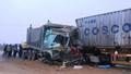 Xe tải và xe Container va nhau nát đầu, tài xế nguy kịch
